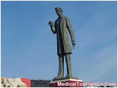 Abraham Lincoln's Statue on a Roundabout in Tijuana